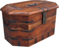 Colonial style chest table R349